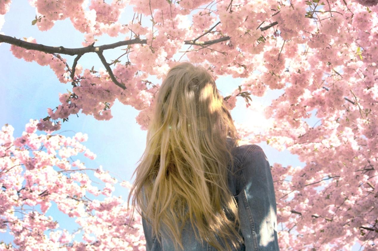 Фото девушки весна без лица весной