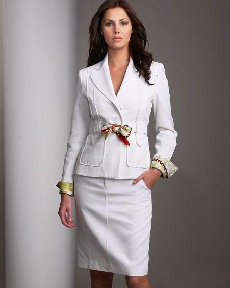 костюмы женские деловые.