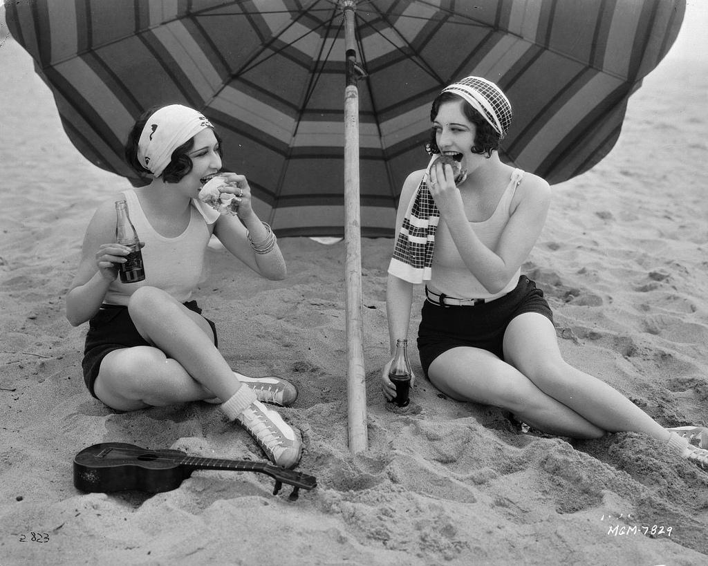 Смотреть семейный нудизм ретро фото, Нудисткий пляж ретро » Эротика фото и голых девушек 9 фотография