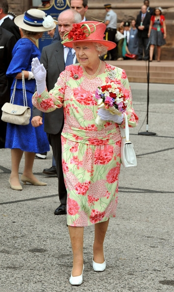 http://vev.ru/uploads/images/00/00/84/2011/05/22/Queen+Elizabeth+II+Departs+Canada+1q4Hcpe4vVwl.jpg