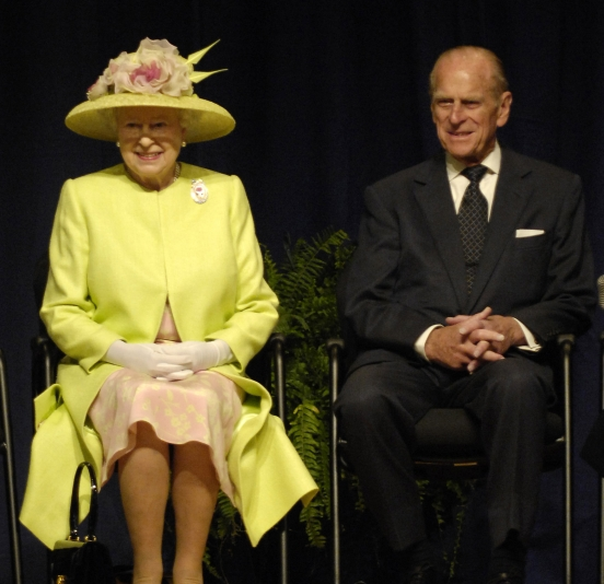 http://vev.ru/uploads/images/00/00/84/2011/05/22/Queen-Elizabeth-II-and-Prince-Philip.jpg