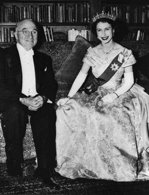 http://vev.ru/uploads/images/00/00/84/2011/05/22/Queen_Elizabeth_II1lkjh.jpg