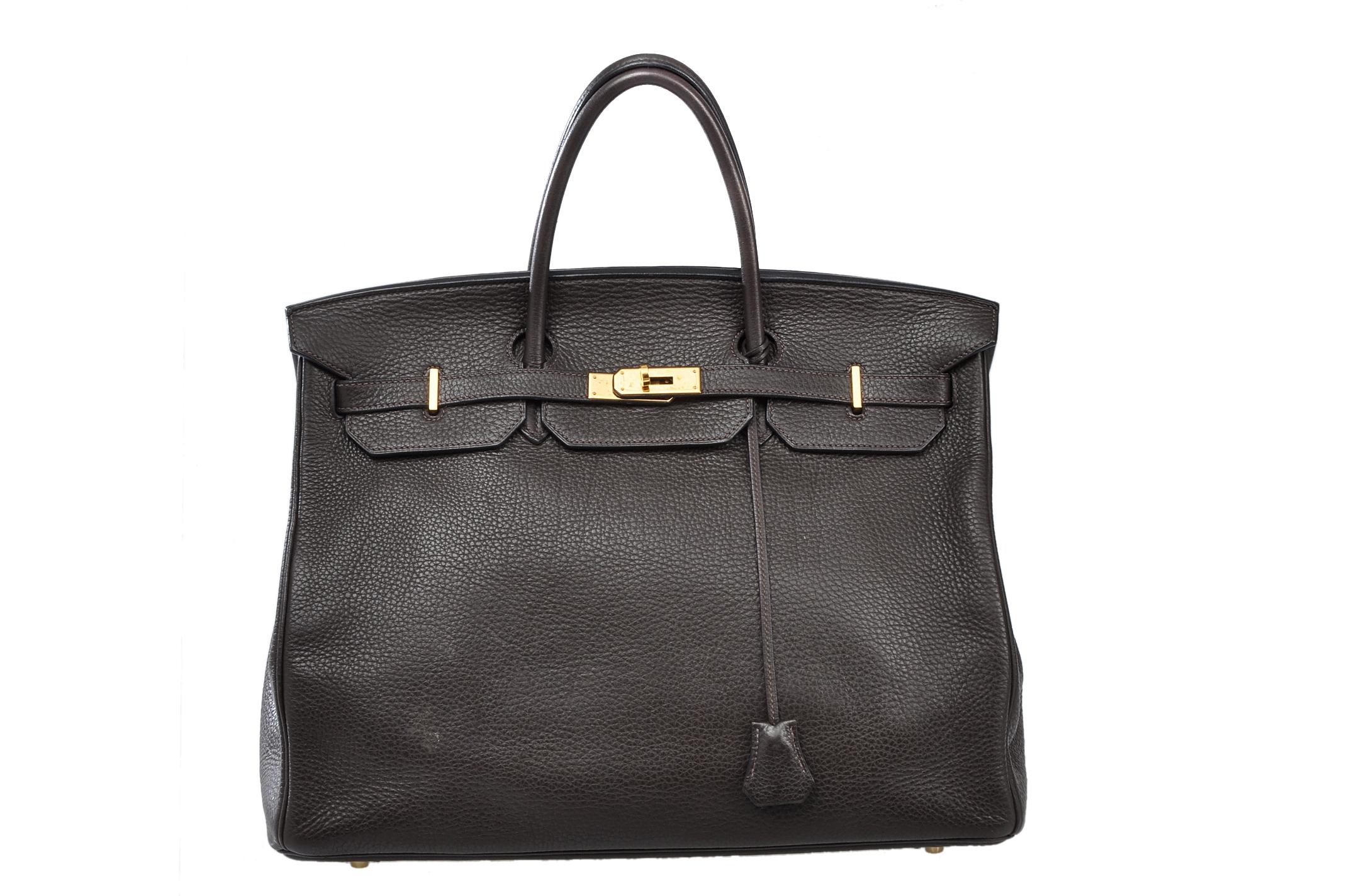 0f11805a7f1e Каждая сумка создается вручную, на что уходит от 30-40 часов. При  изготовлении используются различные материалы — телячья кожа, ...