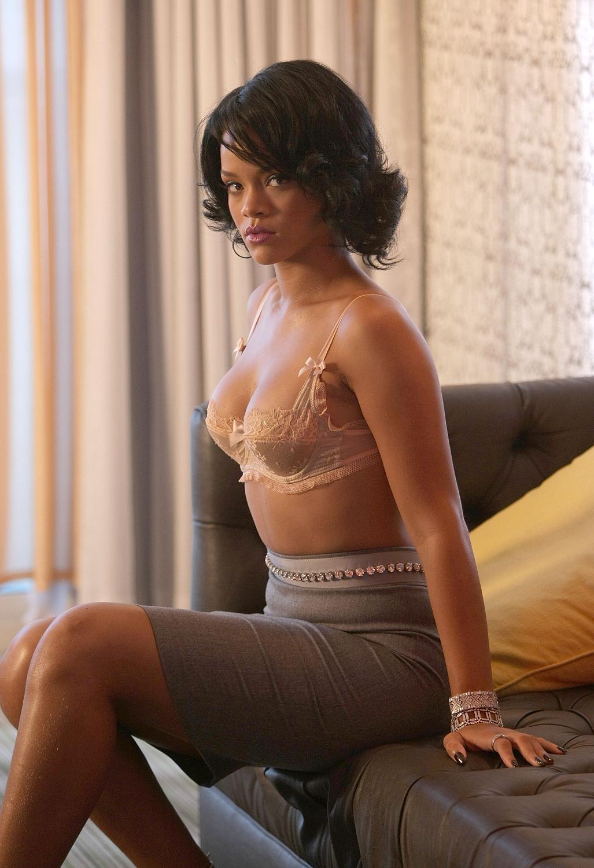 Рианна самая сексуальная девушка 2011