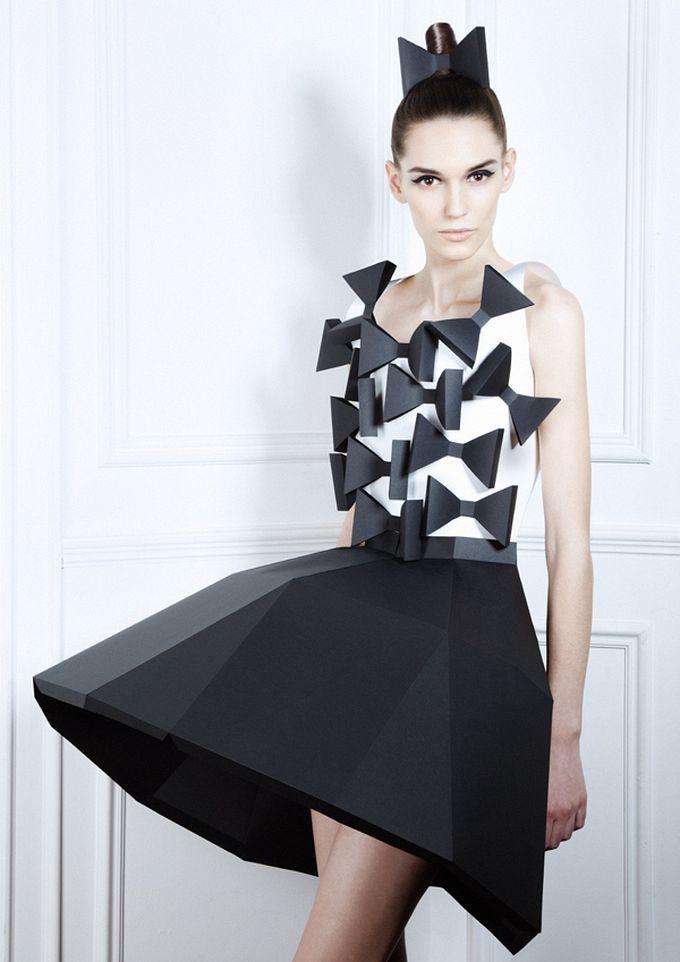 Показ мод из бумаги платья