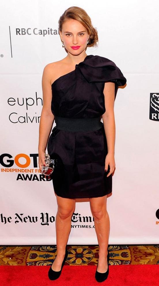 Модный тренд платье на одно плечо
