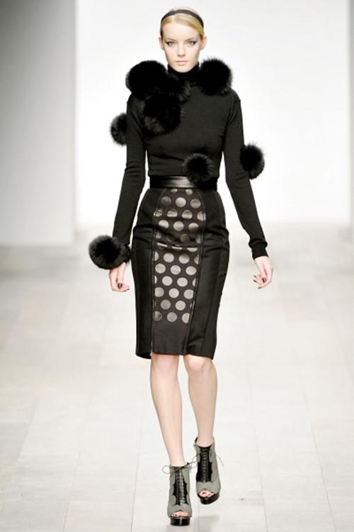 Мода как искусство фото  В 1950 она стала украшать свои работы гороховым принтом который сама она называет Бесконечные сети