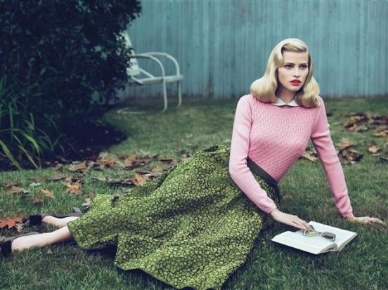...выбрала для этой фотосессии в Vogue US гардероб в стиле ретро.