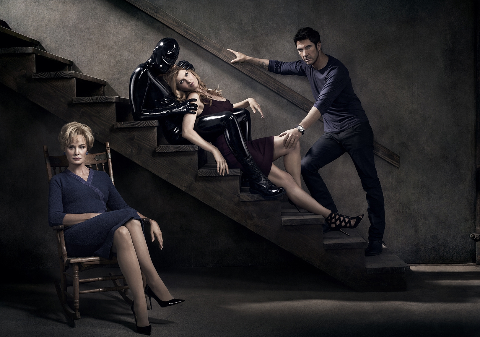 американская история ужасов 1 серия 2 сезон скачать