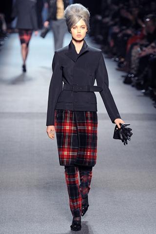 Модный женский показ осень-зима 2011-2012 от Jean Paul...