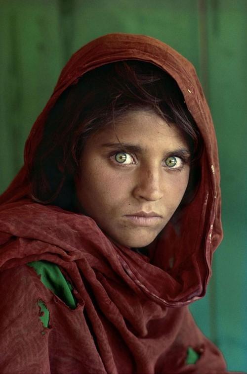 Фотограф возвращался в Афганистан 10 раз, чтобы отыскать девушку.