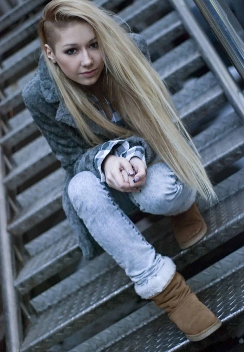 девушка со сбритым веском