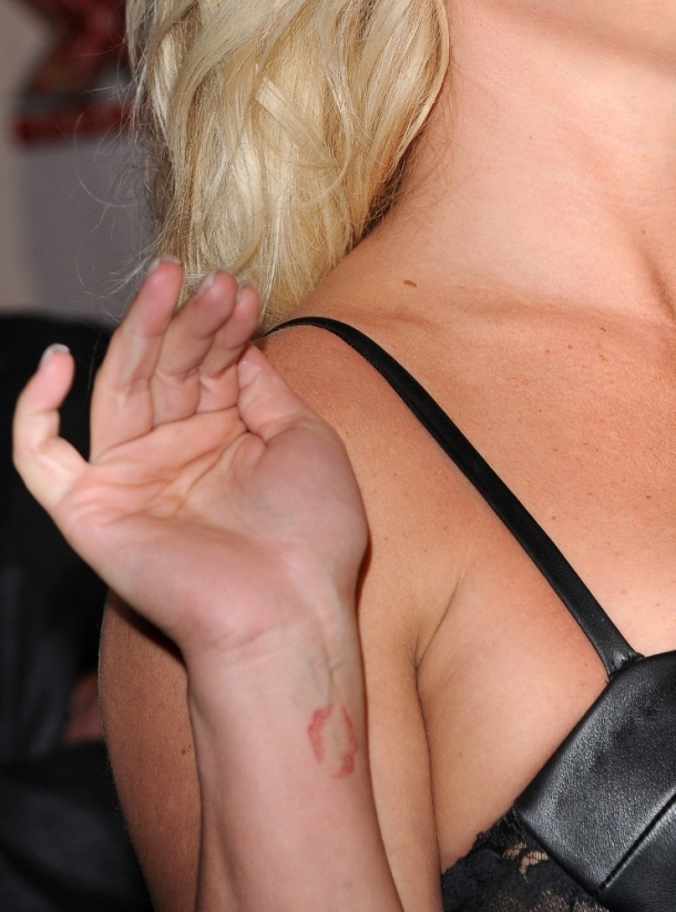 http://vev.ru/uploads/images/00/01/64/2012/12/18/Britney+Spears+Tattoos+Artistic+Design+Tattoo+0-ju-GM_8h9x.jpg