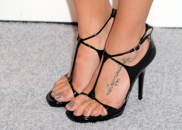 http://vev.ru/uploads/images/00/01/64/2012/12/18/Jenna+Dewan+Tatum+Tattoos+Lettering+Tattoo+s0c0uBKIejOx.jpg