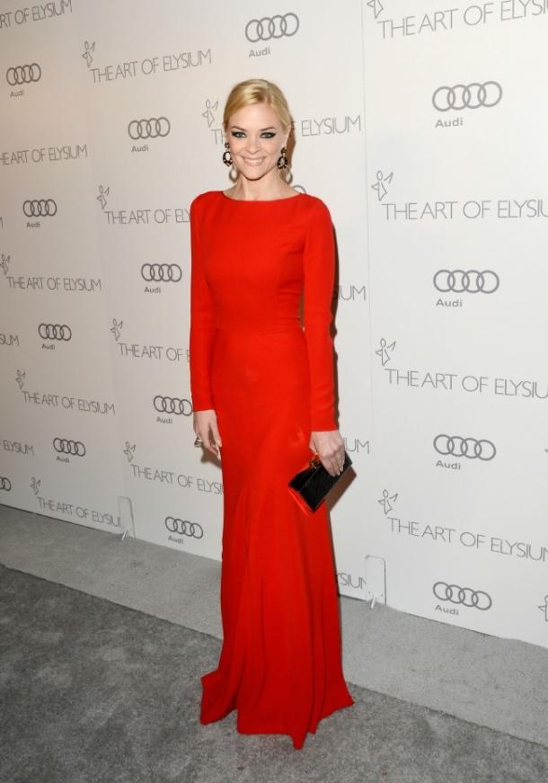 Задрав ей красное платье фото 22-666