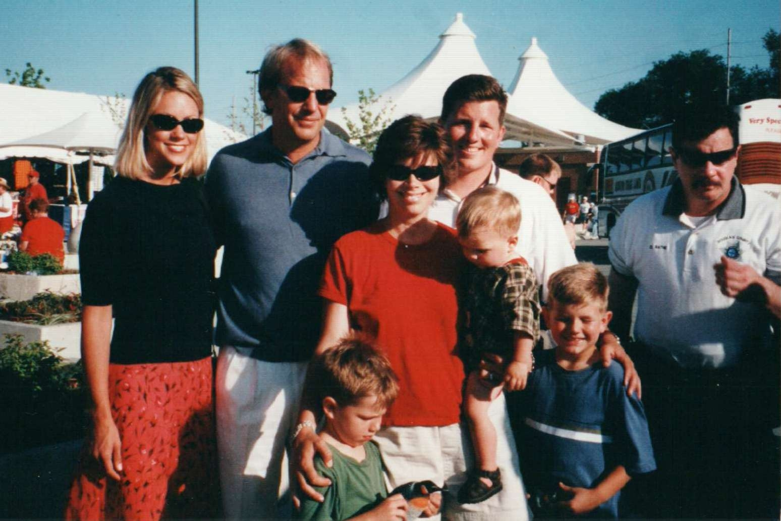 кевин костнер с детьми фото