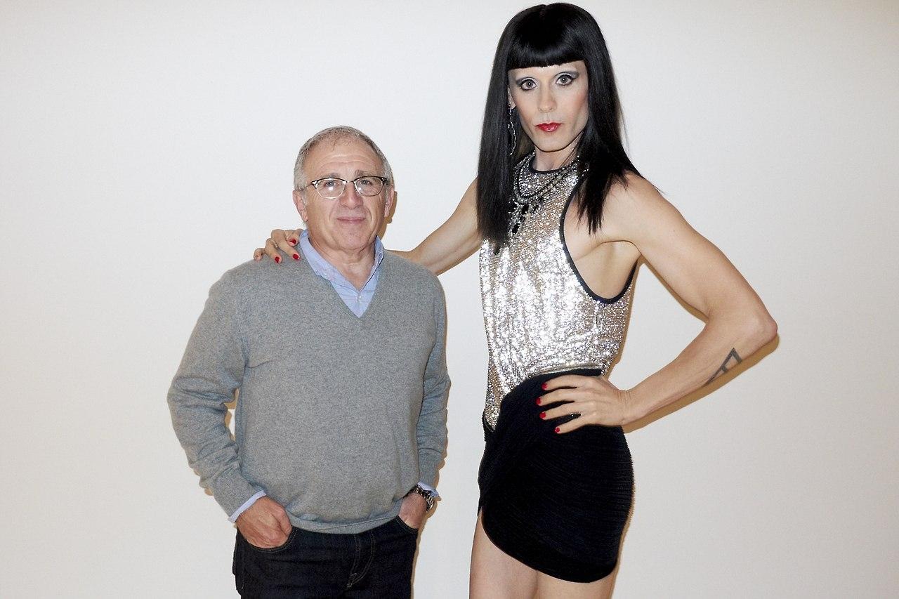 Трансвестит в образе 11 фотография