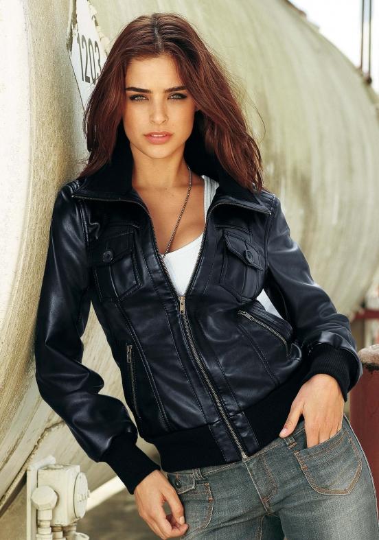 Фото девушек в чёрных куртках