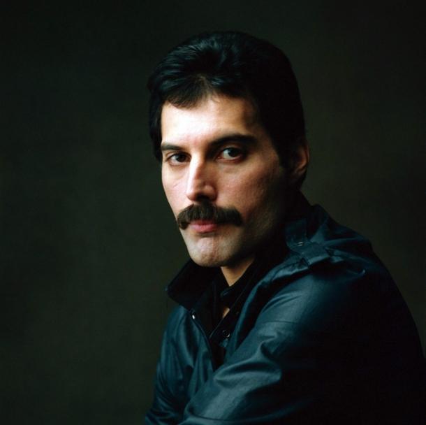 http://vev.ru/uploads/images/00/03/07/2013/09/03/Freddie-Mercury_5.jpg