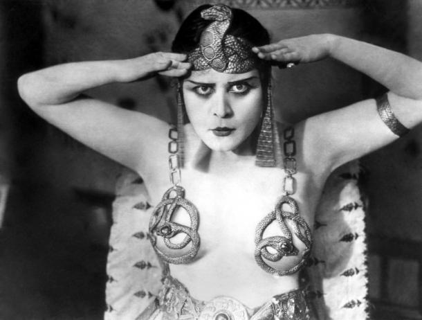 Моника Белуччи в роли царицы