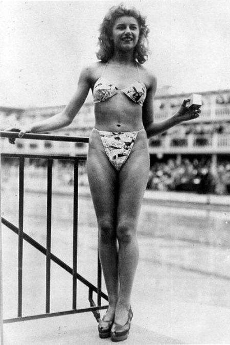 Мишлен Бернардини - стриптизерша из кабаре Мулен Руж, продемонстрировавшая первое бикини в 1946-м году