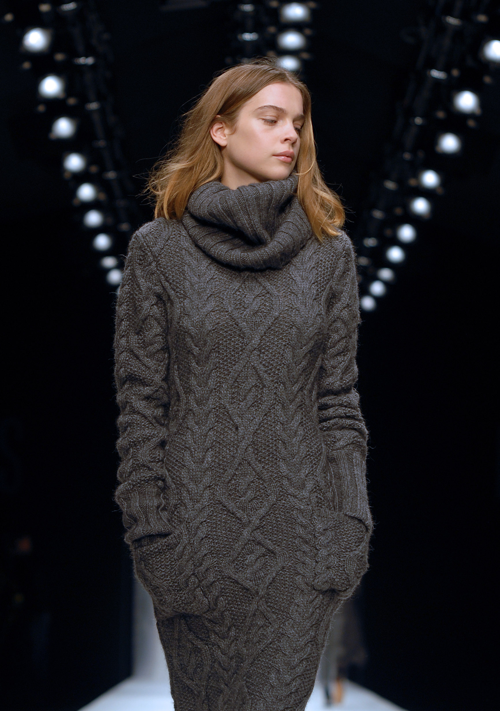 Вязание спицами платья футляра