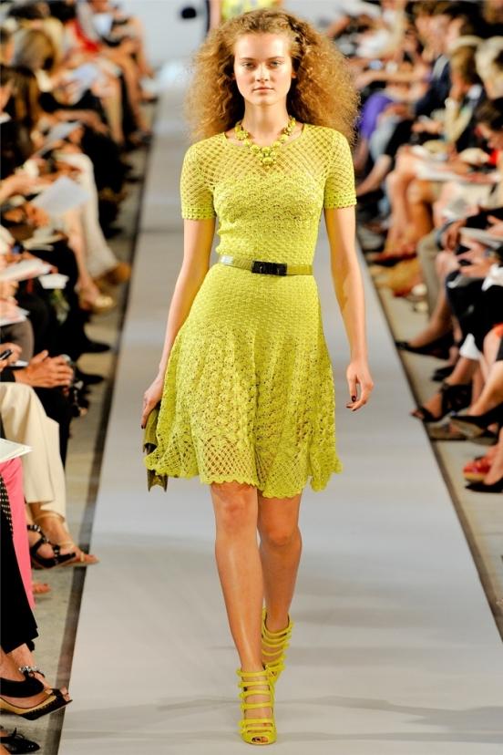 Платье вязаное современное