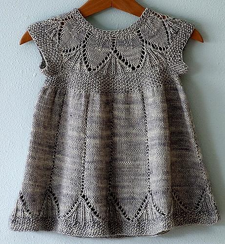 Платье спицами на 2 годика