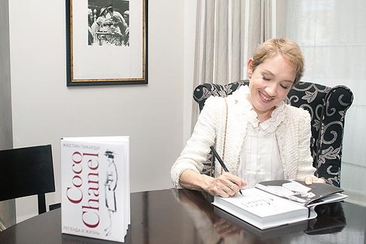 Коктейль с Коко Шанель: презентация книги о великой Мадемуазель.