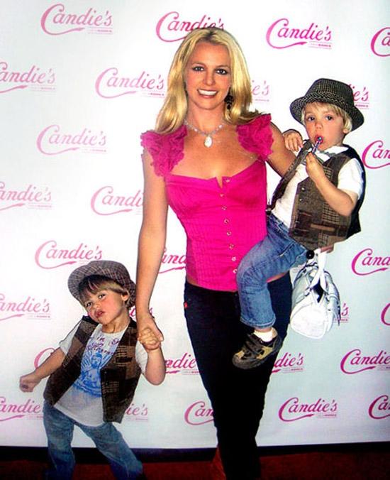 На прошлой неделе в Лос-Анджелесе, Бритни с Шоном и Джейденом позировала...