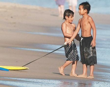 Мальчишки на пляже фото фото 416-196