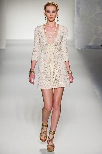"""Глубокое декольте у этого white summer dress в сочетании с  """"абсолютно..."""