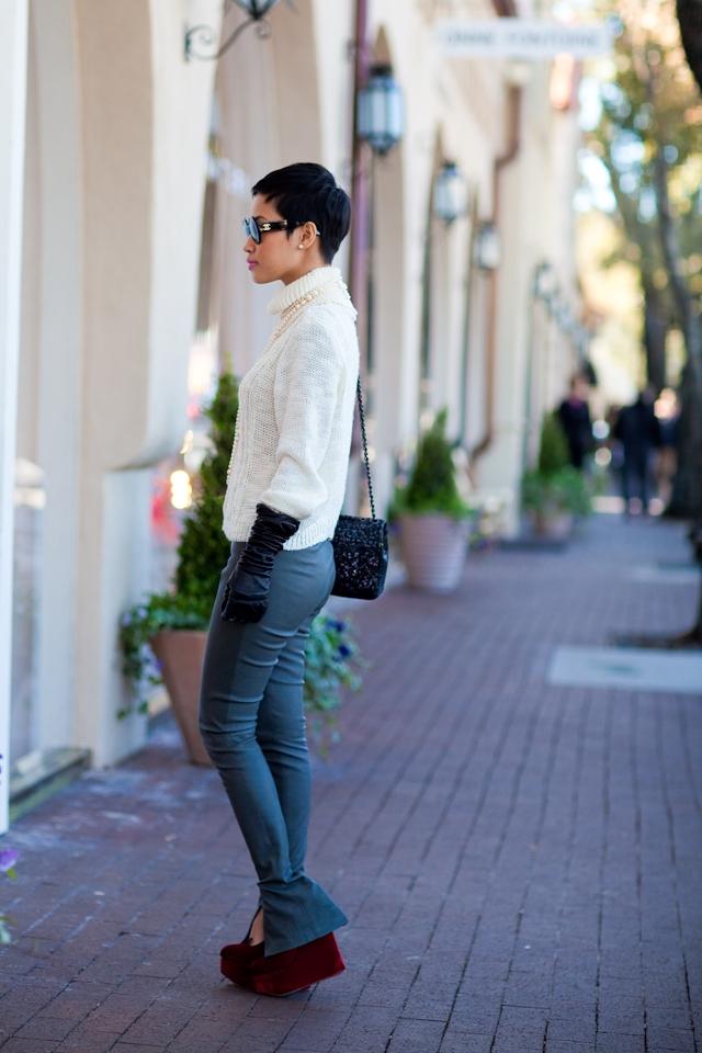 свитер со знаком шанель