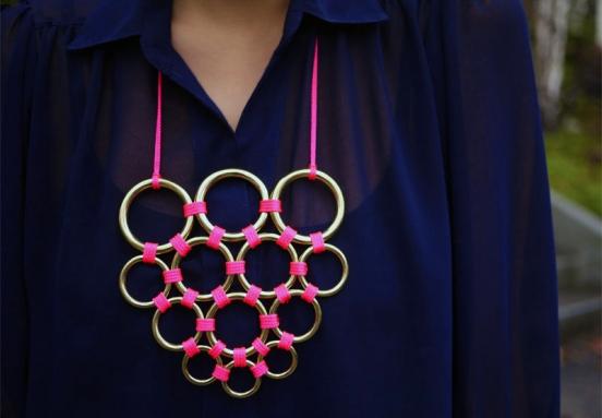 Модные браслеты своими руками из подручных материалов