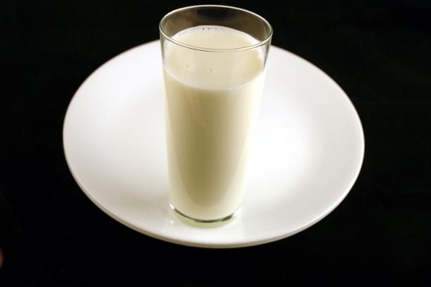 Цельное молоко, 333 грамма на 200 ккал