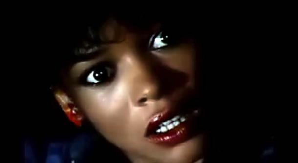 Клип с милой афроамериканкой