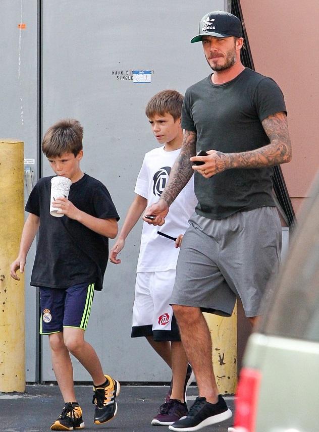 Дэвид Бекхэм с сыновьями Ромео и Крузом после посещения тренажерного зала