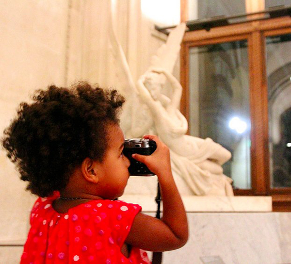 Beyonce-Jay-Z-Louvre-Blue-Ivy-Pictures (2)