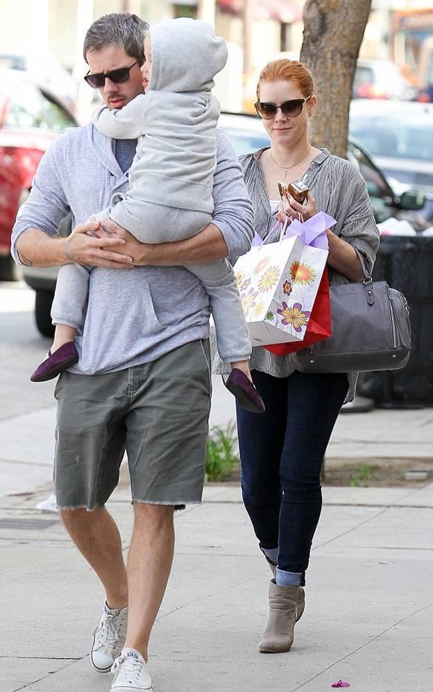 Эми Адамс со своей семьей