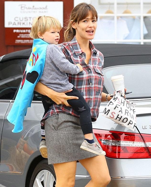 Дженнифер Гарнер с сыном Самуэлем