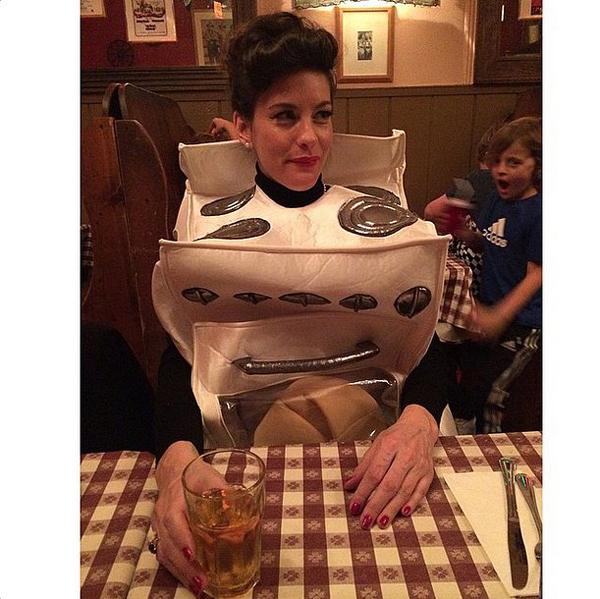 Liv-Tyler-Bun-Oven-Halloween-Costume (1)