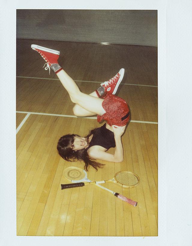 Майка American Apparel, шорты Adidas Originals x Opening Ceremony, носки Stance, кеды Converse