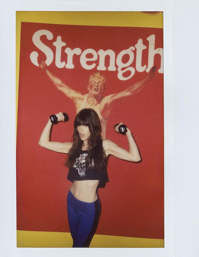 Топ Cobra Fitness Club от the Cobra Snake, леггинсы Nasty Gal, браслет и кольцо Bing Bang от  Anna Sheffield