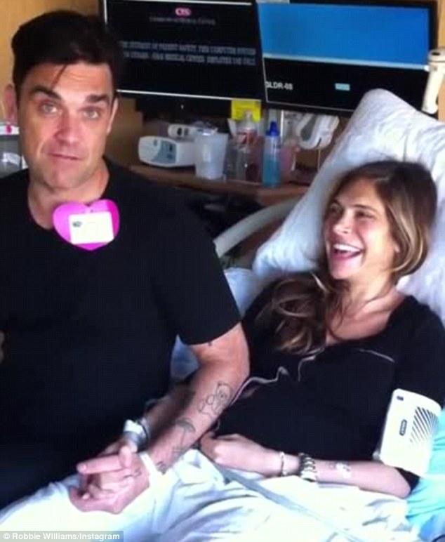 Робби и Айда после появления на свет сына