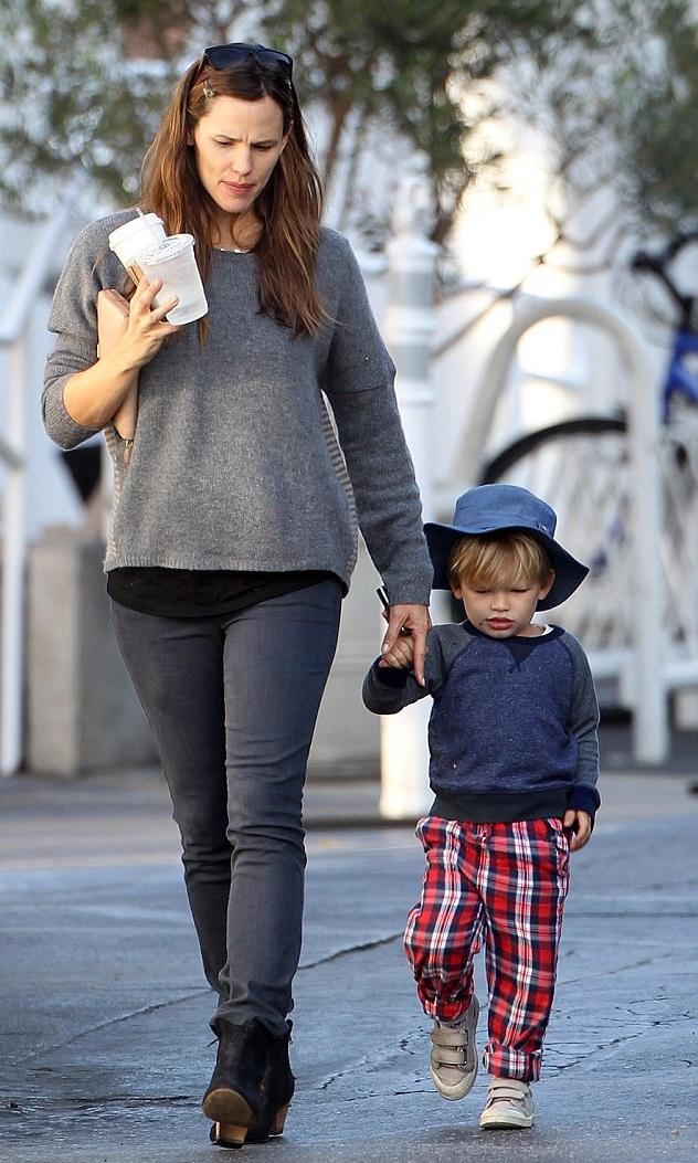 Дженнифер Гарнер с сыном Сэмюэлем