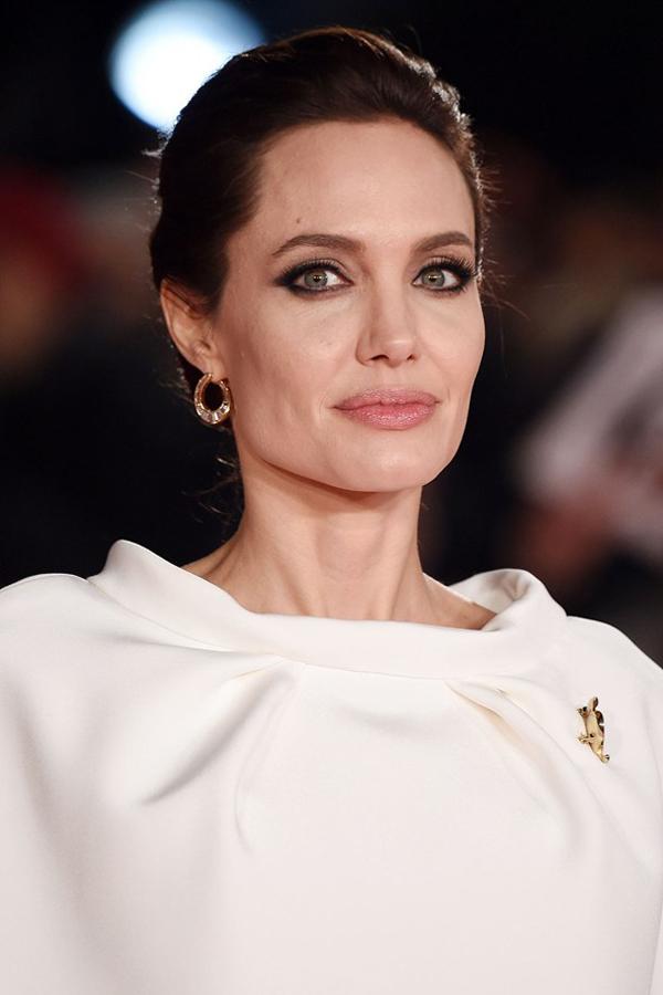 Angelina-Jolie2_glamour_26nov14_rex_b_592x888