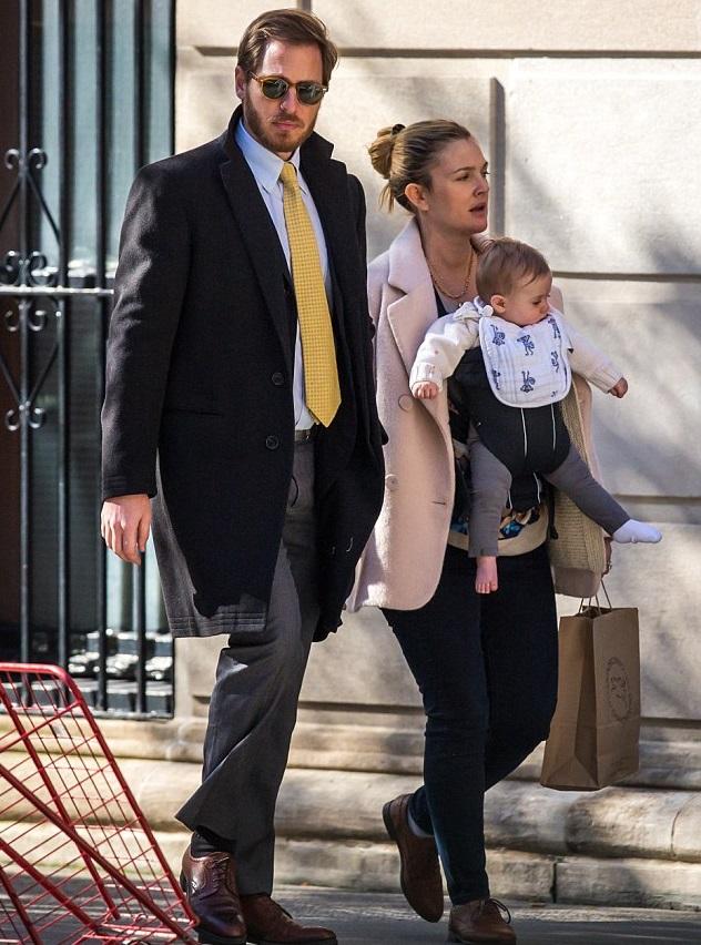 Дрю Бэрримор с мужем Уиллом Копельманом и младшей дочкой Фрэнки