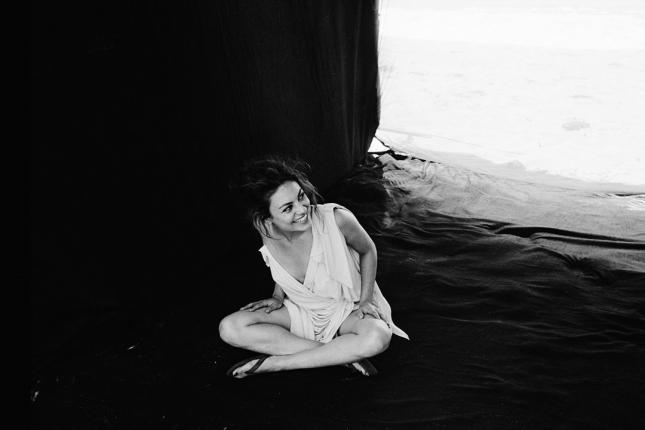 Behind-the-scenes_mila-kunis03_glamour_6feb14_Pr_b_1080x720
