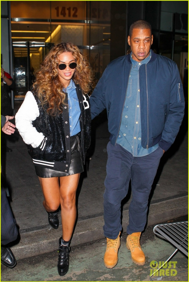 beyonce-steps-out-with-jay-z-after-dropping-711-video-05