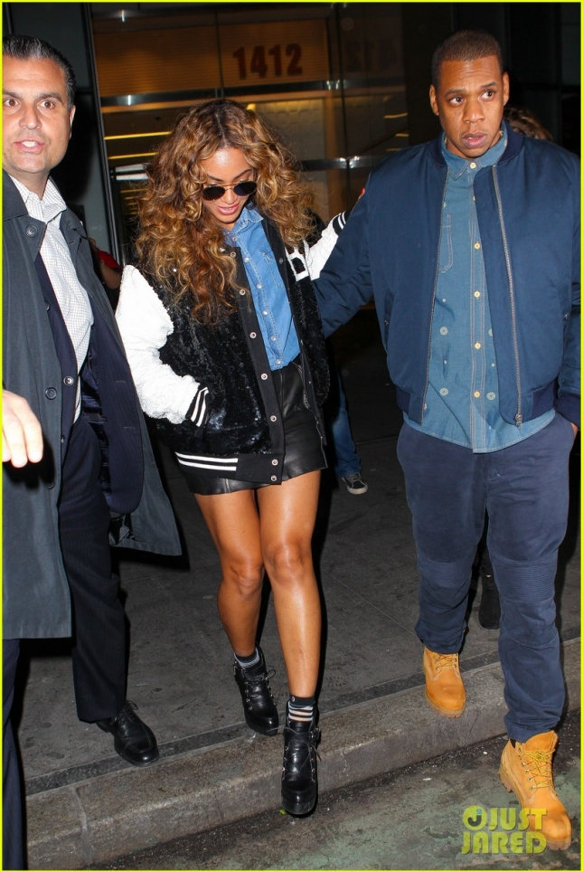 beyonce-steps-out-with-jay-z-after-dropping-711-video-19